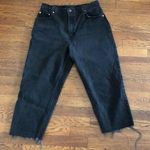 Levi black cut off jeans